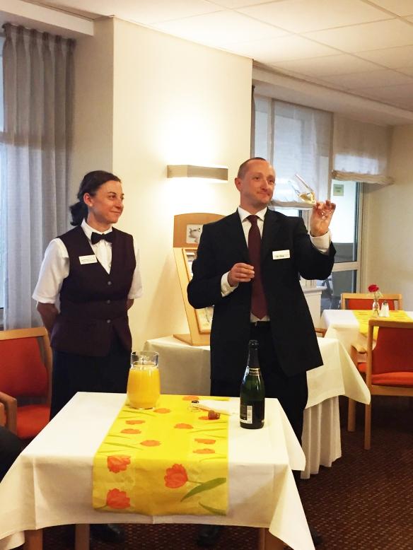 M. Iltis und seine charmante Assistentin Irene
