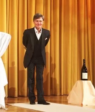 Volker Ranisch betritt die Bühne