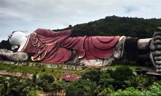 Der ganze liegende Buddha