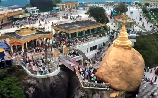 Der goldene Fels bei dem Städtchen Kyaikto