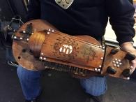 Drehleier eines Straßenmusikanten