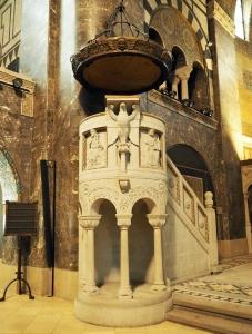 Erlöserkirche: Kanzel