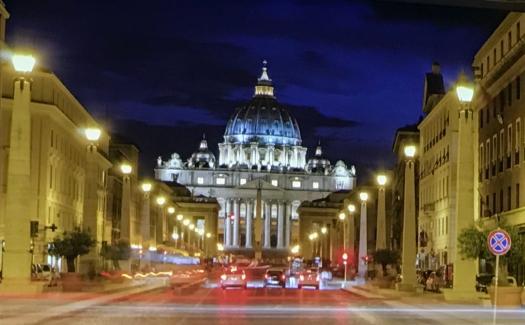 Petersdom bei Nacht