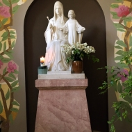 Marmorstatue von einem Pater 1985 gebildet