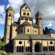 Abtei mit Paradies-Vorbau
