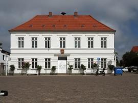 Rathaus, als Wohnhaus um 1830 erbaut