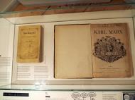 """Marx Buch """"Das Kapital"""" in deutsch und französisch"""