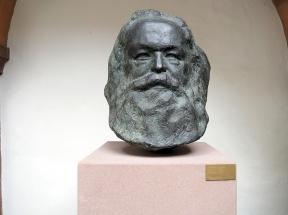 Büste von seinem Enkel Karl-Jean Longuet geschaffen