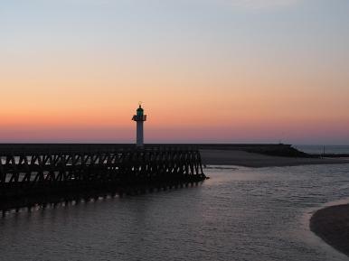 Leuchtturm im letzten Sonnenlicht