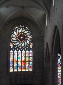 Ein Kirchenfenster in der Kirche St. Malo