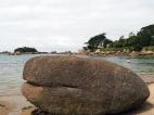 Granitblock am Strand