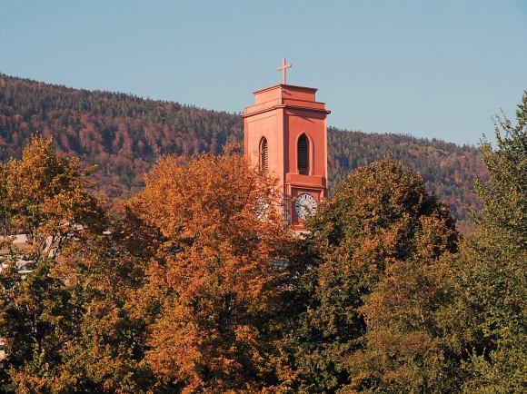 "Turm der Kirche ""Notre-Dame de l'Assomption"" im Abendlicht"