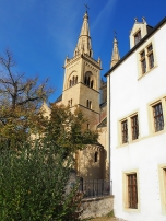 Das Collégiale neben dem Schloss