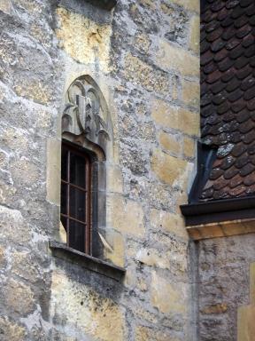 Fenster mit dem Stammwappen der Neuenburger Grafen